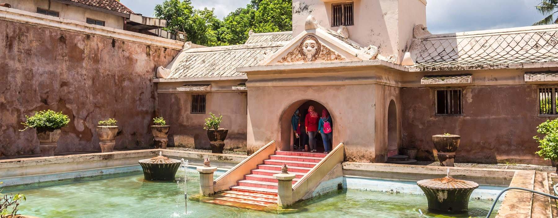 id, java, inside taman sari water castle jogjakarta.jpg