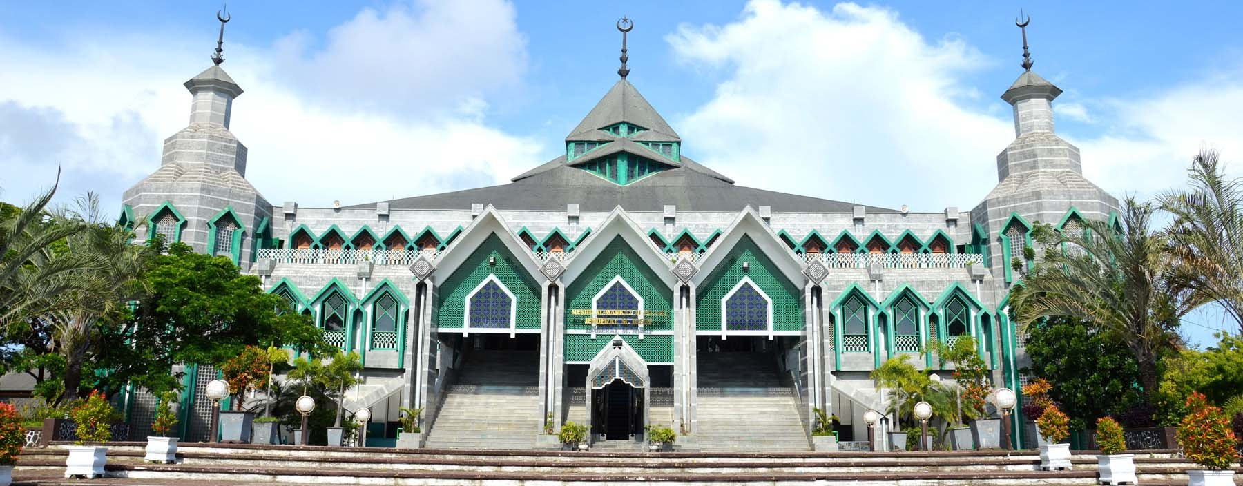 id, celebes, general m yusuf mosque at makassar.jpg