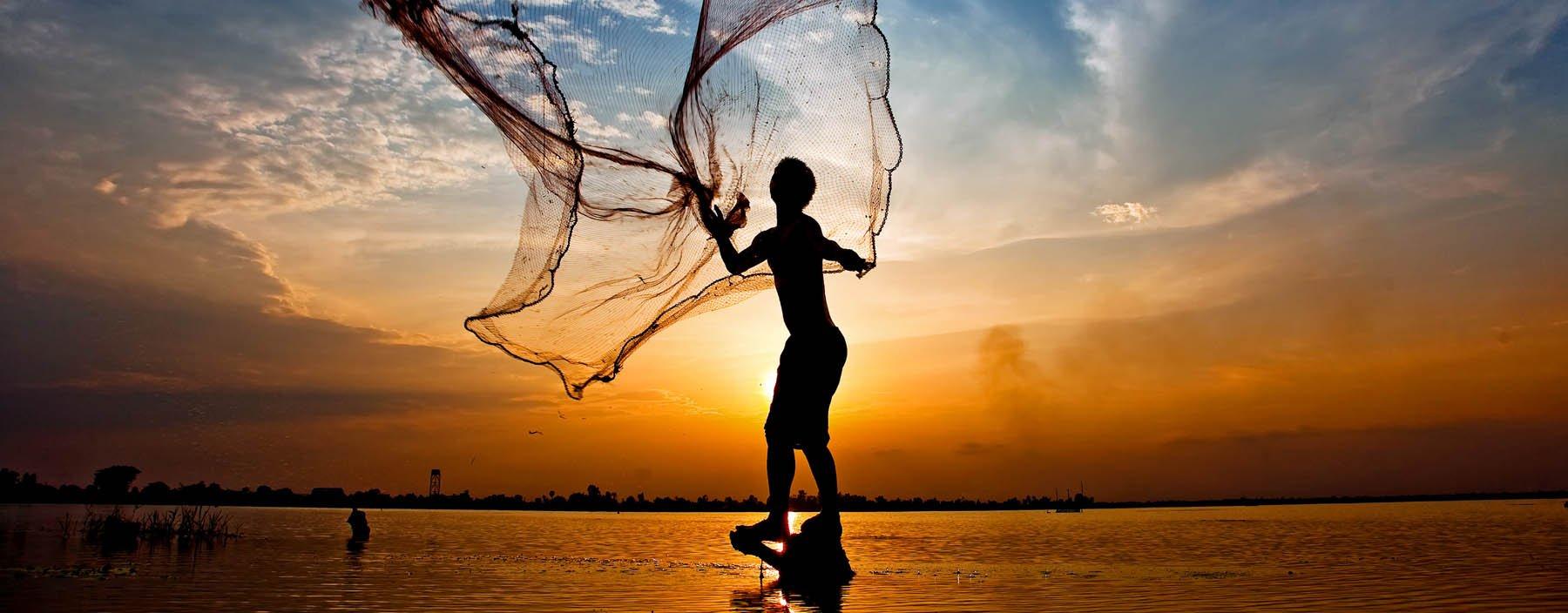 Visser bij het Ton Le Sap meer, Cambodja