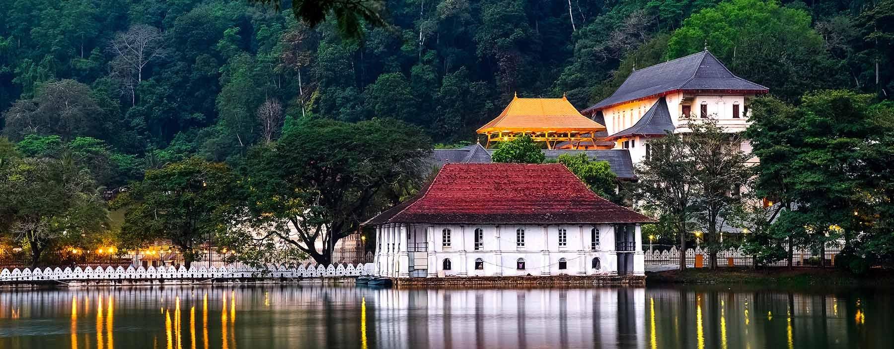 sri lanka, kandy, tempel van de tand (9).jpg