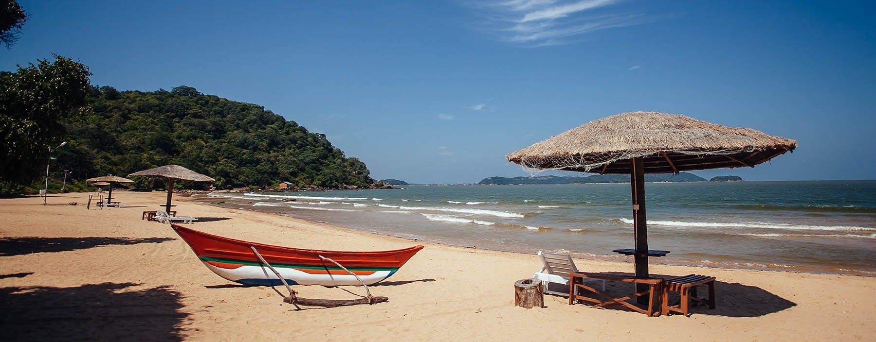 sri lanka, trincomalee, marble beach.jpg