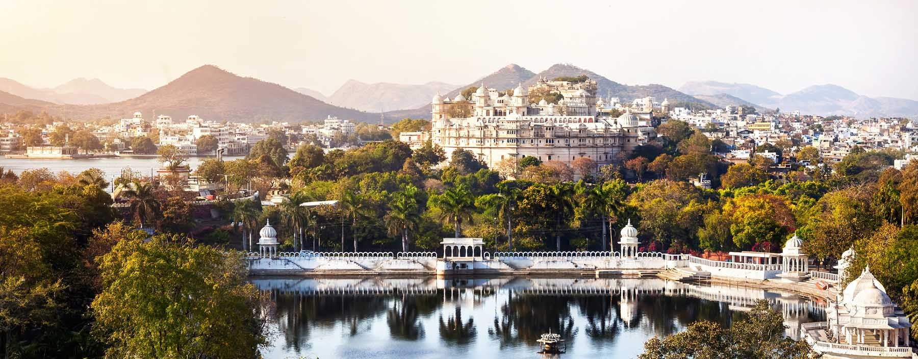 in, udaipur, lake pichola with city palace view.jpg