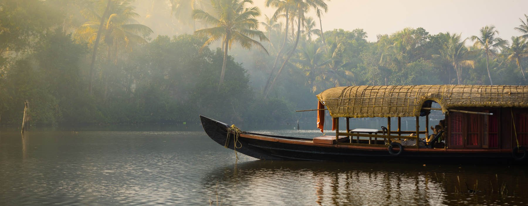 in, kerala, boot op backwaters.jpg