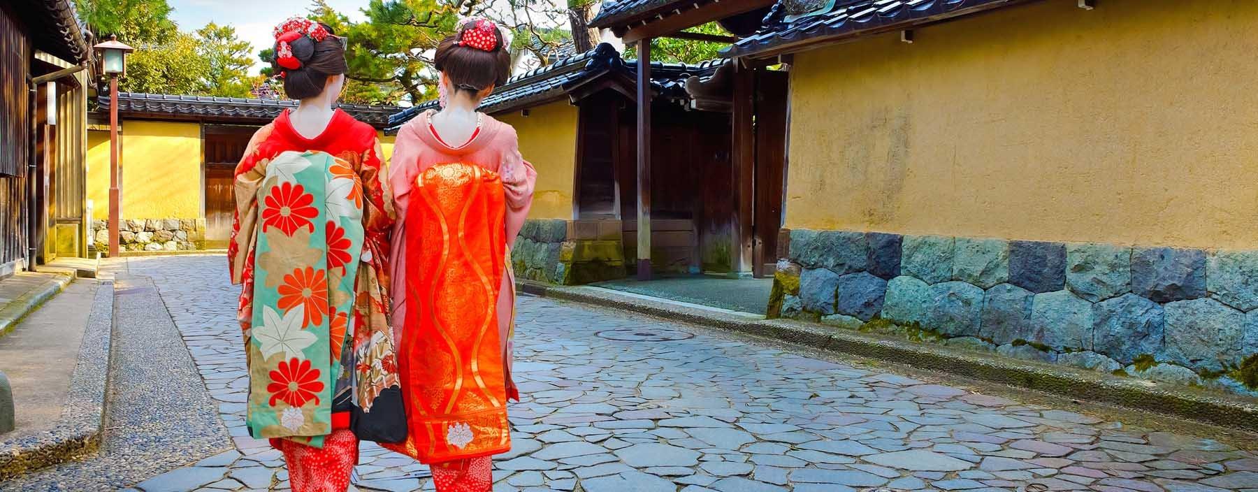 jp, kanazawa, geisha at nagamachi samurai street.jpg