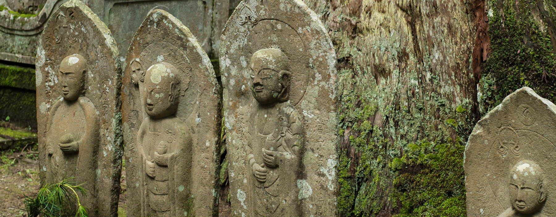 jp, koyasan, jizo beelden op de okunoin begraafplaats.jpg