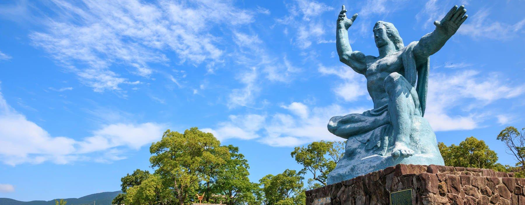 jp, nagasaki, vredesbeeld in het vredespark (1).jpg