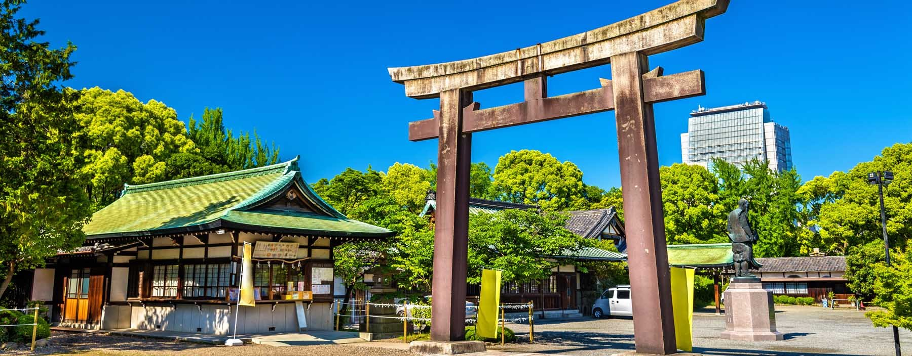 jp, osaka, gate of hokoku shrine.jpg