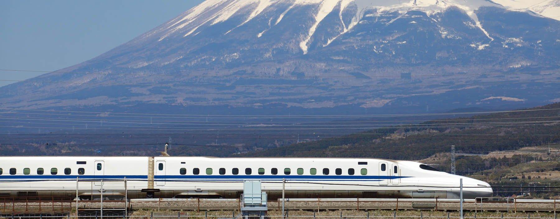jp, mt fuji, tokaido shinkansen.jpg